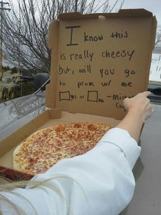 How to ask a girl to prom❤
