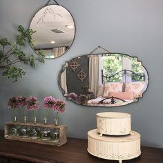 Pin for Later: 22 Farm-Tastic Decorating Ideas Inspired by HGTV Host Joanna Gaines You Collect Vintage Mirrors Instead of Handbags Interior Paint Colors, Gray Interior, Interior Design, Interior Painting, Interior Ideas, Fixer Upper Dekoration, Fixer Upper Decor, Vintage Mirrors, Large Mirrors