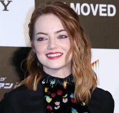 Emma Stone em: 1 mulher, 10 versões - lápis marrom quente (eu diria quase bordô) só rente aos cílios de baixo
