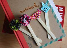 Tuto marque-pages pompons et origami http://www.modesettravaux.fr/marque-pages-baton-de-glace #DIY #books