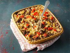Koskenlaskijan makaronilaatikossa juusto sulatetaan lihaliemen joukkoon eikä munamaitoa tarvita lainkaan.