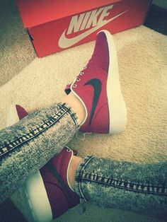 uwxhi Be red and black with #Nike #Roshe Running shoes