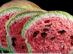 Lots of spam advertising on this site, but still a cool idea!How To Make Raisin Bread That Looks Like A Watermelon Raisin Bread, Banana Bread, How To Make Raisins, Weird Food, Crazy Food, Best Chef, Monkey Bread, Food Hacks, Food Art