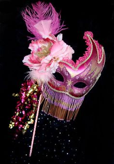Mardi Gras Centerpiece Mask. -- It would be awesome to make this for New Years Eve!