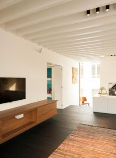 Belgian architectural firm architecten has created the House LKS.Completed in this house is located in Lier, Belgium. The design of this home refl Living Room Mirrors, Living Room White, White Rooms, New Living Room, Living Room Lighting, Living Room Interior, Wooden Tv Stands, Room Furniture Design, Arch House