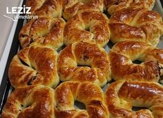 Zeytinli Açma Tarifi Albanian Recipes, Food Cakes, Cake Recipes, Biscuits, Food And Drink, Appetizers, Pizza, Cooking, Compost