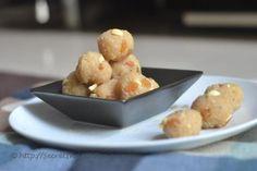 Naralache ladu/ Coconut Ladoo without khoya http://secretindianrecipe.com/recipe/coconut-ladoo
