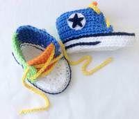 Zapatillas deportivas crochet  Tenis de ganchillo imitando a los tenis allstar multicolor.