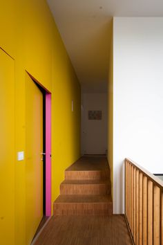 Corridor leading to bedrooms. The bedrooms are also colourfull, as you can see through the open door.