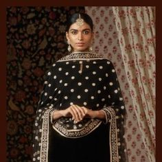 Black velvet kurta set embellished with pearl beads and zardosi. Paired with uncut diamond tikka and earrings from the Sabyasachi Heritage… Indian Suits, Indian Attire, Indian Dresses, Indian Wear, Punjabi Suits, Bollywood Saree, Bollywood Fashion, Ethnic Fashion, Indian Fashion