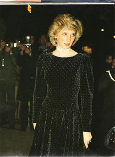 February & Diana attend a Reception given by the King Edward VII's Own Goorkhas, Ritz Hotel, London for the unveiling of Prince Charles portrait by Michael Noakes Princess Diana Photos, Princess Diana Fashion, Princes Diana, Princess Of Wales, Real Princess, Lady Diana Spencer, Divas, Charles And Diana, Prince Charles