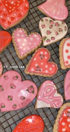 If this is your pin or you know who this pin belongs to, please comment so I can give proper credit! Pretty Birthday Cakes, Pretty Cakes, Cute Cakes, Think Food, I Love Food, Cute Food, Yummy Food, Food Porn, Cute Baking