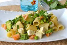 Pasta fredda al tofu zucchine e menta fresca, buona, fresca e leggera, ideale per chi è a dieta, gradevole e dal sapore fresco, ideale con il caldo