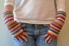 Free pattern for crochet fingerless gloves