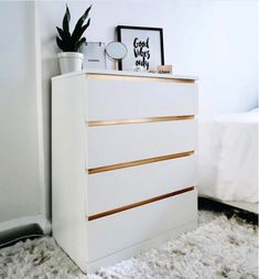 Ikea & Malm & Chests of drawers Diane Tuttle.native ikeabedroomideasIkea & Malm & Chests of drawers Diane Tuttle.native Ikea Malm hacks probably never seen before Bedroom Storage Ideas For Clothes, Bedroom Storage For Small Rooms, Storage Spaces, Ikea Storage, Ikea Hack Bedroom, Bedroom Furniture, Diy Bedroom, Bedroom Hacks, Office Furniture