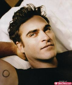 Yum...who doesn't like a bit of Joaquin Pheonix  eye-candy-joaquin-phoenix-11