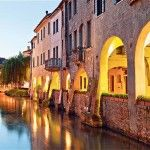 See the most beautiful places in Treviso in one day Treviso is a city with very few extraordinary attractions, yet it is full of romantic corners and charming Beautiful Places To Visit, Most Beautiful, Tourism, Italy, Vacation, Sunset, Travelling, Fun, Instagram
