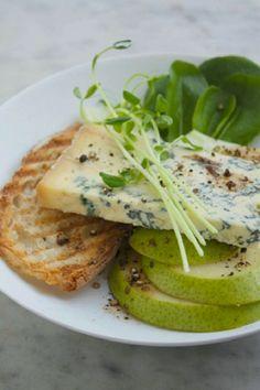 Blue cheese, granny smith, toast...perfect autumn snack
