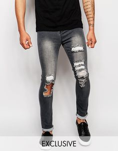 """Jeans von Liquor N Poker Denim mit hohem Baumwollanteil helle Waschung normale Bundhöhe Reißverschluss im Used-Look enge Passform Maschinenwäsche 70% Baumwolle, 26% Polyester, 4% Elastan Unser Model trägt Größe 81 cm/32"""" und ist 188 cm/6 Fuß 2 Zoll groß"""