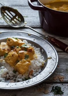 Coconut milk, yogurt and salmon curry Curry Recipes, Seafood Recipes, Indian Food Recipes, Vegetarian Recipes, Healthy Recipes, Ethnic Recipes, Yogurt Curry, Coconut Milk Yogurt, Coconut Curry