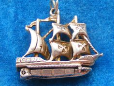 VINTAGE-STERLING-SILVER-CHARM-SHIP-OPENS-TO-TREASURE
