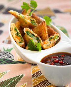 Tasty samosas stuffed with spinach, onion and potato. This must taste so wonderful!
