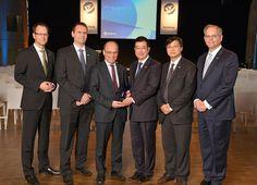 Yanfeng Automotive Interiors homenajea a sus proveedores en Europa   NEUSS Alemania Febrero 2017 /PRNewswire/ -Los 15 mejores proveedores reciben los European Supplier Awards.  Yanfeng Automotive Interiors (YFAI) líder global en soluciones de interiores para automóviles reconoció ayer los extraordinarios logros de sus proveedores europeos con los Supplier Awards. En total 15 proveedores de interiores recibieron el galardón en el Classic Remise de Düsseldorf. En la edición de este año fueron…