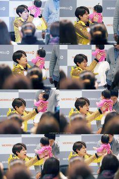 kim woobin playing with babyyy