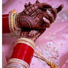 (C): Kirandeep Photography Indian Bridal Photos, Indian Bridal Outfits, Indian Bridal Fashion, Engagement Mehndi Designs, Bridal Mehndi Designs, Bridal Bangles, Bridal Jewelry, Wedding Chura, Bridal Jewellery Inspiration