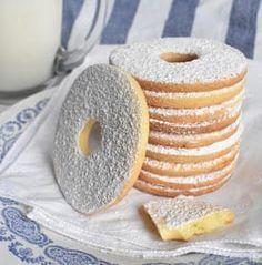 I biscotti con la farina di riso sono friabili e hanno un retrogusto tutto particolare e delicato, diverso dalle classiche farine di fr. ♦๏~✿✿✿~☼๏♥๏花✨✿写☆☀🌸🌿🎄🎄🎄❁~⊱✿ღ~❥༺♡༻🌺SU Dec ♥⛩⚘☮️ ❋ Sweet Cookies, Yummy Cookies, Sweet Treats, Cookie Recipes, Dessert Recipes, Café Chocolate, Biscotti Cookies, Cake & Co, Italian Cookies