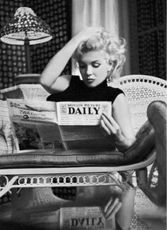 Black & White poster with an iconic photo of Marylin Monroe reading a daily newspaper. The black and white photo is stylishly fr Marilyn Monroe Wall Art, Marilyn Monroe Poster, Marylin Monroe, Marilyn Monroe Wallpaper, Black And White Picture Wall, Black And White Wallpaper, Black And White Pictures, Black And White Pics, White White