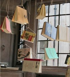 hanging books for back to school Library Displays, Store Displays, Window Displays, Back To School Displays, Back To School Window Display, Vitrine Design, Exhibition Display, Exhibition Ideas, School Exhibition
