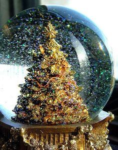 Inspiring image christmas, christmas tree, snow globe, winter, xmas - Resolution - Find the image to your taste Christmas Snow Globes, Christmas Time Is Here, Merry Little Christmas, All Things Christmas, Winter Christmas, Christmas 2014, Christmas Trees, Water Globes, Christmas Decorations