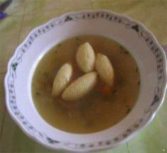 Das perfekte Griesklöschen-Suppe-Rezept mit Bild und einfacher Schritt-für-Schritt-Anleitung: Butter aus dem Kühlschrank nehmen, damit sie weich…