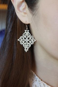 Set of 2 tatting lace earrings and necklace pendant di TheKimAndI