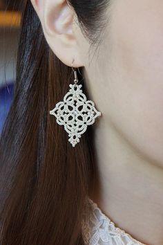 Set of 2 tatting lace earrings and necklace pendant pdf pattern (Moroccan series) Tatting Earrings, Tatting Jewelry, Lace Earrings, Drop Earrings, Tatting Patterns, Lace Patterns, Jewelry Patterns, Needle Tatting, Tatting Lace
