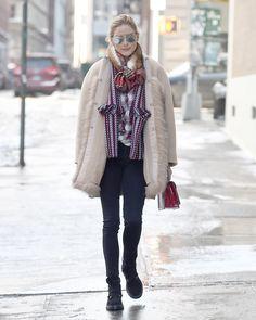Abrigo camel y superposición de capas en este look de invierno de...