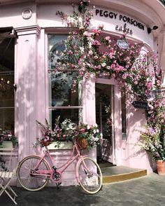 いいね!4,948件、コメント161件 ― LivinginNottingHillさん(@livinginnottinghill)のInstagramアカウント: 「The prettiest bicycle in London 💕🚲🚲💕@peggyporschenofficial #peggyporschen #pink…」