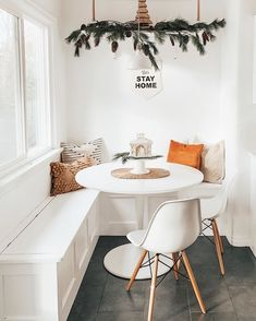 Reaaaalllllly not looking forward to sweeping up all the fallen needles as I take down the Christmas decorations. Do you guys take down… Light Wood Dining Table, Solid Wood Dining Chairs, Dining Tables, Dining Room, Apartment Interior Design, Home Interior, Minimal Decor, Finding A House, Small Spaces