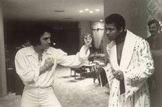 The King of Rock 'n' Roll, Elvis Presley, meets The Greatest, Muhammad Ali in Las Vegas in February Photograph: Sonny West/Splash News Muhammad Ali, Elvis Presley, Clint Eastwood, John Travolta, Vintage Photographs, Vintage Photos, Vintage Films, Photo Star, Look At You