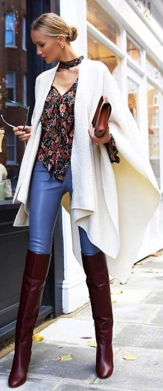 / White poncho / Printed blouse / Blue leggings / OTK leather boots Source by White Fashion, Leather Fashion, Look Fashion, Girl Fashion, Fashion Outfits, Womens Fashion, Street Fashion, Hot Outfits, Winter Outfits