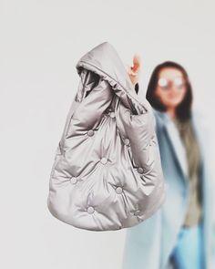 """СТЕГАНЫЕ СУМКИ. АВОСЬКИ. on Instagram: """"Многие просили эту модель в увеличенном размере, мы сделали! Сшита на заказ, ткань Италия. Внутри отстегивающийся карман. Возможны другие…"""" Quilted Bag, Raincoat, Jackets, Bags, Fashion, Rain Jacket, Down Jackets, Handbags, Moda"""
