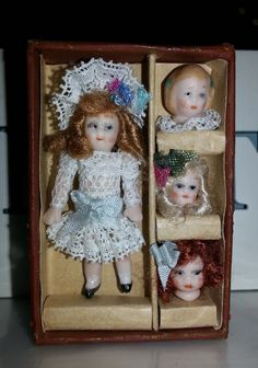 Cajita con muñeca de porcelana de 5 cm realizada en el taller TM.