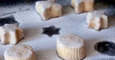 Tengo que reconocer que esta vez repetimos receta , pero tenía que preparar algo rápido  y para las fechas en las que estamos, pensé que vol... Mantecaditos, Scones, Pudding, Desserts, Food, Recipes, Cookie Dough, Play Dough Homemade, Holiday Desserts