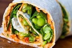 Olha como adorável este envoltório espiral é. | 18 Ways To Eat Hummus All Day Long