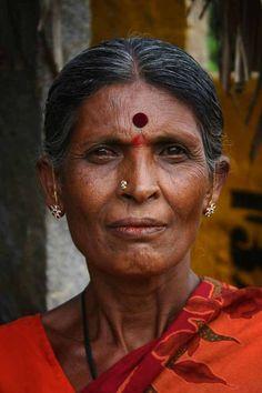 Indian Woman with bindi - Bindi - Wikipedia, la enciclopedia libre