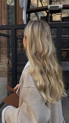Blonde Wavy Hair, Blonde Hair Looks, Blonde Hair With Highlights, Blonde Balayage, Dye My Hair, New Hair, Hair Inspo, Hair Inspiration, Lighter Hair