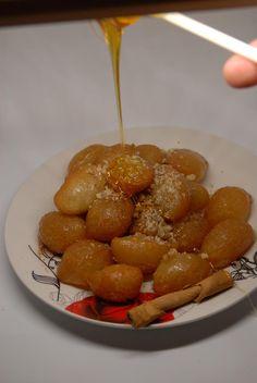 Greek Desserts, Greek Recipes, Pretzel Bites, Bread, Cakes, Baking, Sweet, Food, Candy