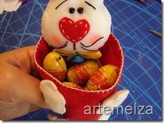 artemelza - coelho de páscoa Cone, Easter Bunny, Watermelon, Rabbit, Fruit, Crafts, Spring, Scrappy Quilts, Feltro