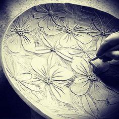 "281 curtidas, 11 comentários - Sariske (@sariskesavipaja) no Instagram: ""So much work, but I do it anyway 😁 #ceramics #seramik #keramiikka #handmade #tableware #process…"""
